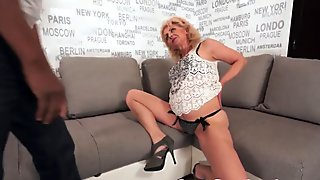 Chubby gilf banged by her black lover
